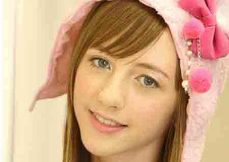 Beckii Cruel, hot idol in Japan