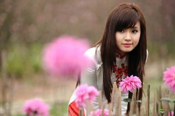 Bộ ảnh Midu đẹp mỏng manh giữa trời xuân cùng hoa đào