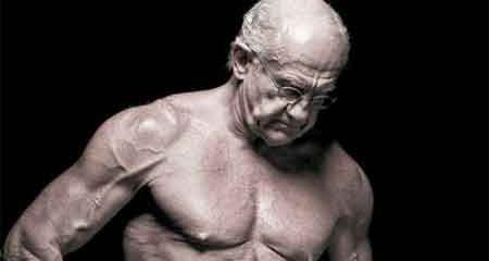 """Thật khó tin vào cơ thể cường tráng của """"ông lão 72 tuổi"""""""