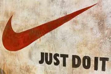 Nhãn hiệu giầy Nike nổi tiếng nhờ Logo hay ngược lại?